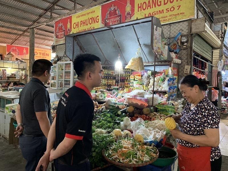 Tiệm tạp hóa, chợ truyền  thống... lên đời nhờ công nghệ mới - ảnh 1