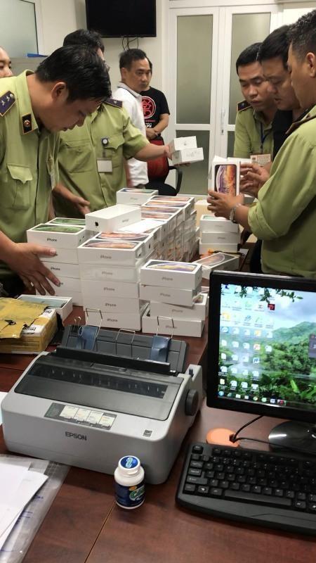 Tạm giữ hàng trăm Iphone, Ipad trị giá hơn 4 tỉ - ảnh 4