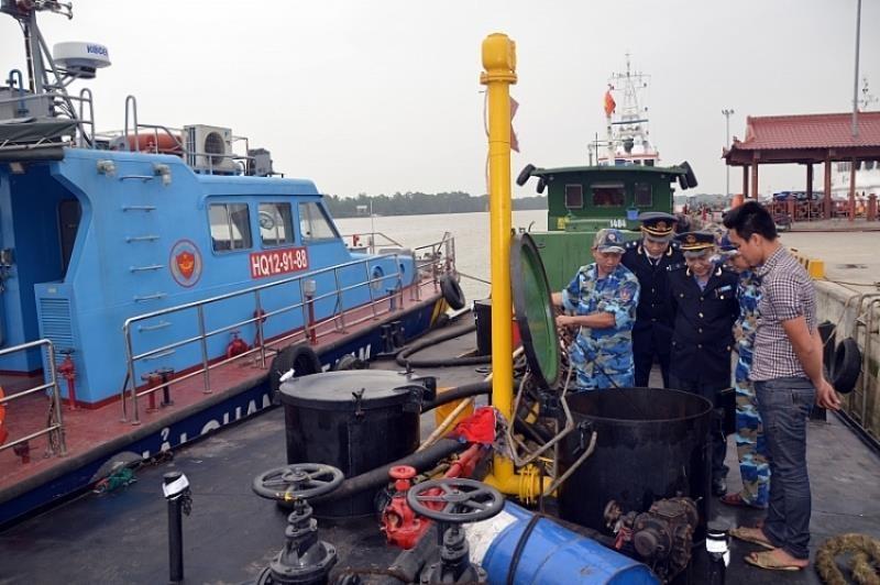 Phát hiện hai tàu Hàn Quốc bơm xăng A95 trái phép - ảnh 1