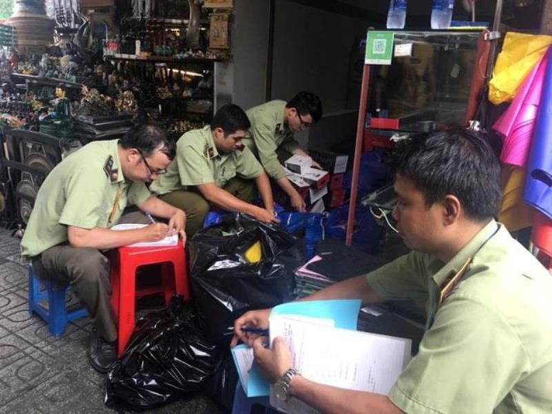 Đồng loạt kiểm tra chợ Bến Thành, Sài Gòn Square - ảnh 1