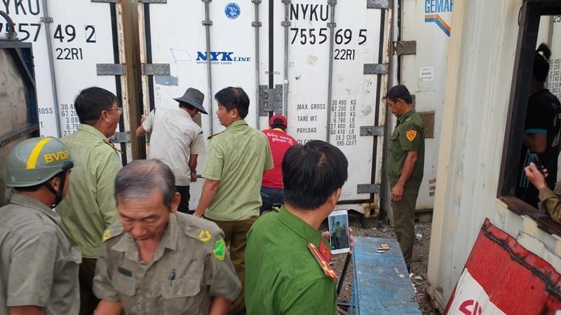 Phát hiện ba container chứa hơn 50 tấn thịt heo thối - ảnh 1
