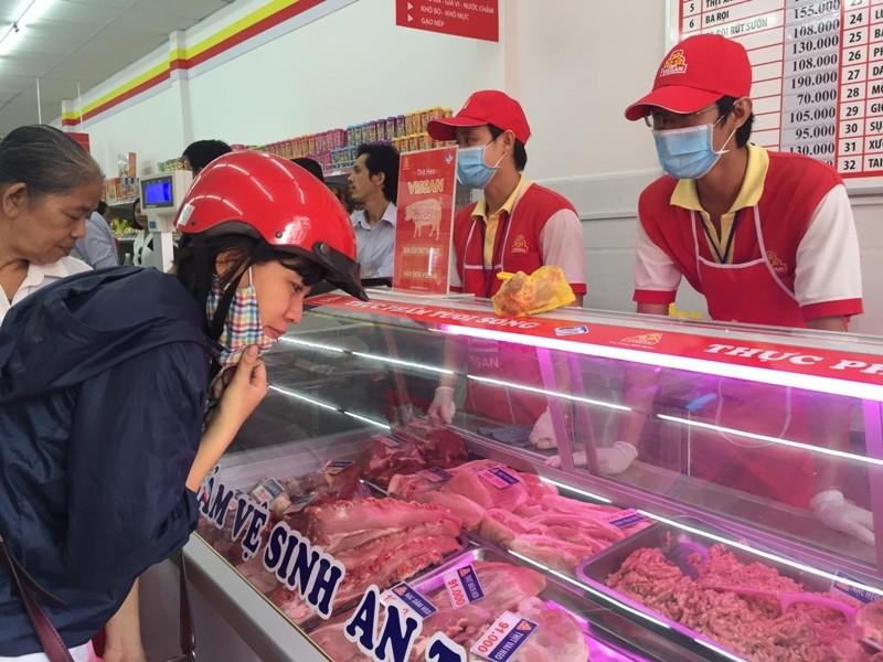Giá thịt heo 'leo thang', heo bình ổn được tăng 16.000 đồng/kg - ảnh 1