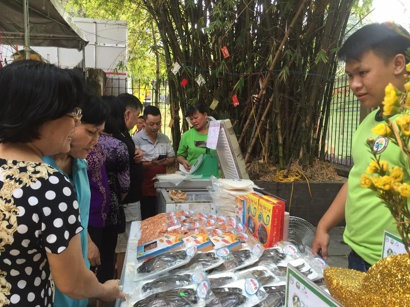 Hàng trăm món ăn độc đáo hội tụ tại phiên chợ Quà Việt 2020 - ảnh 2