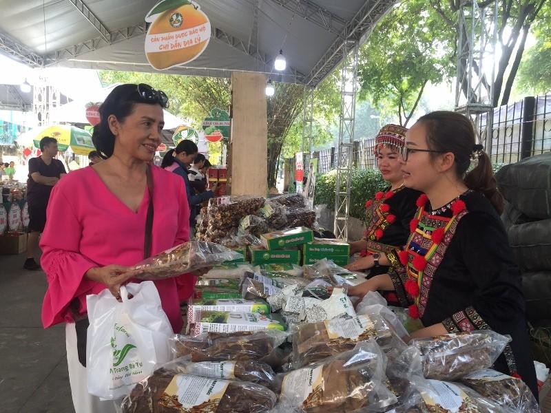 Hàng trăm món ăn độc đáo hội tụ tại phiên chợ Quà Việt 2020 - ảnh 5