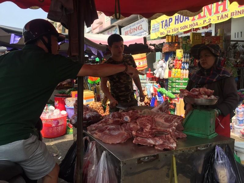 Ngày 28 tết mà sức mua ở chợ như ngày thường - ảnh 1