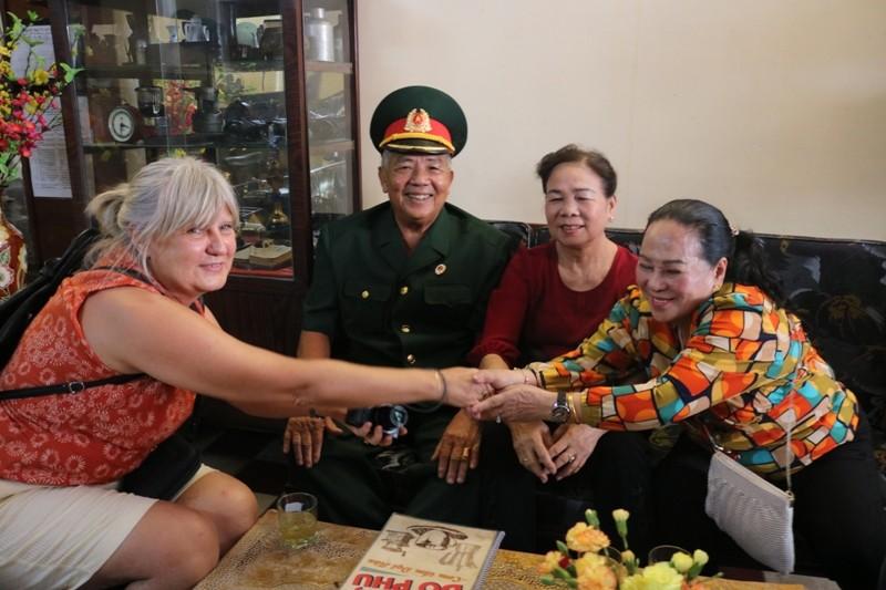 Đoàn khách Ba Lan trải nghiệm tour 'Biệt động Sài Gòn' - ảnh 3