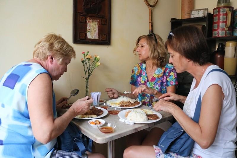 Đoàn khách Ba Lan trải nghiệm tour 'Biệt động Sài Gòn' - ảnh 4