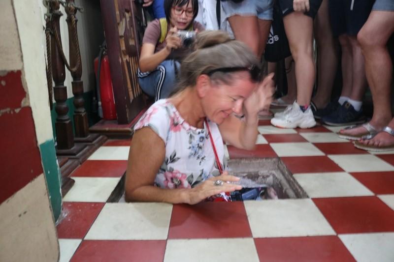 Đoàn khách Ba Lan trải nghiệm tour 'Biệt động Sài Gòn' - ảnh 2