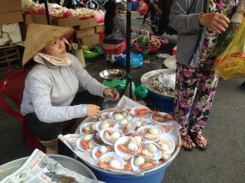 Tấp nập phố cá lóc nướng, có người bán được 1,5 tấn   - ảnh 1