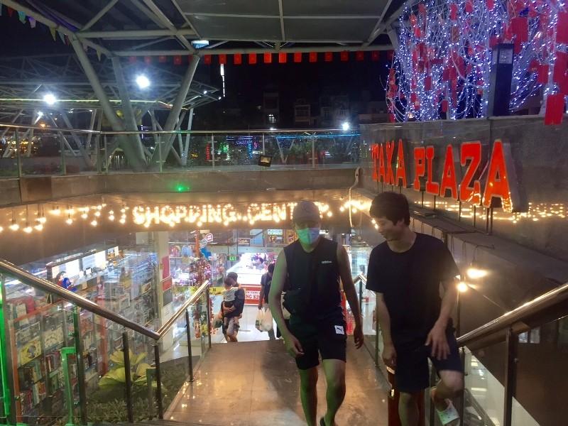 Chợ ngầm dưới lòng đất, chợ đêm Bến Thành hiu hắt khách - ảnh 1