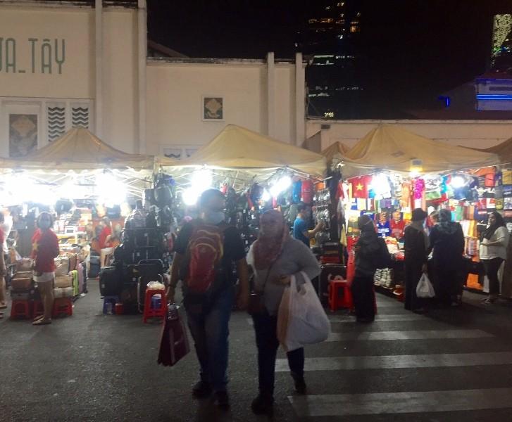 Chợ ngầm dưới lòng đất, chợ đêm Bến Thành hiu hắt khách - ảnh 9