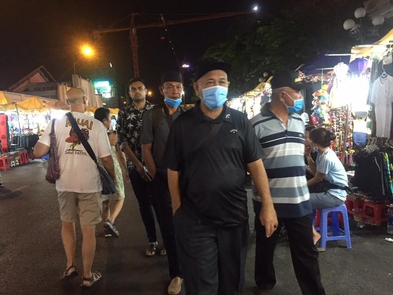 Chợ ngầm dưới lòng đất, chợ đêm Bến Thành hiu hắt khách - ảnh 10