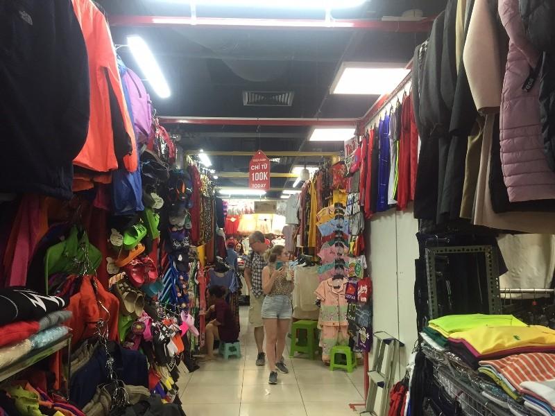 Chợ ngầm dưới lòng đất, chợ đêm Bến Thành hiu hắt khách - ảnh 4