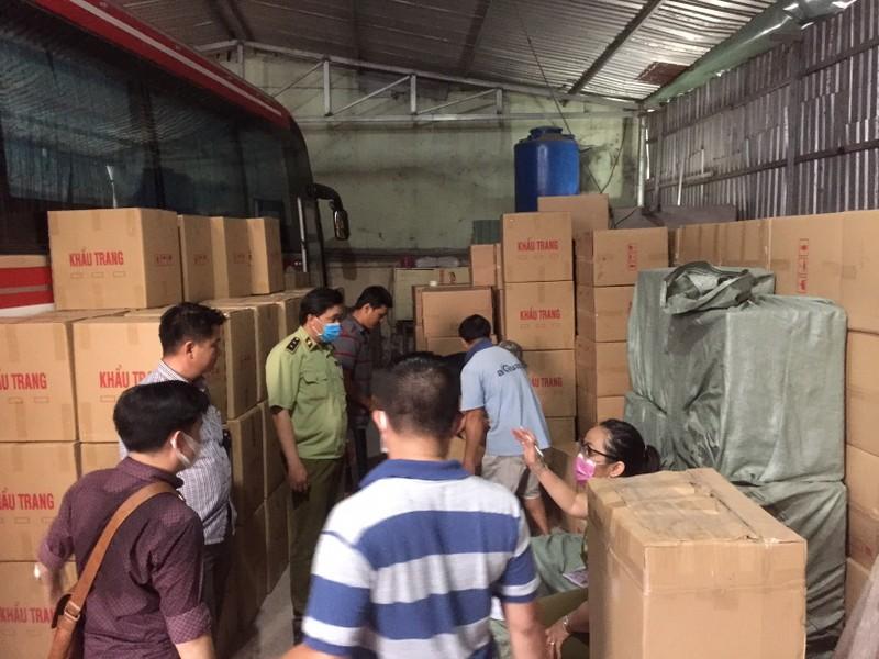 Phát hiện kho chứa cả triệu khẩu trang xuất Campuchia  - ảnh 5