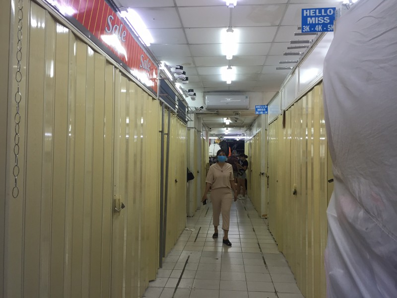 Kiểm tra đột xuất Saigon Square, nhiều sạp đóng cửa - ảnh 1