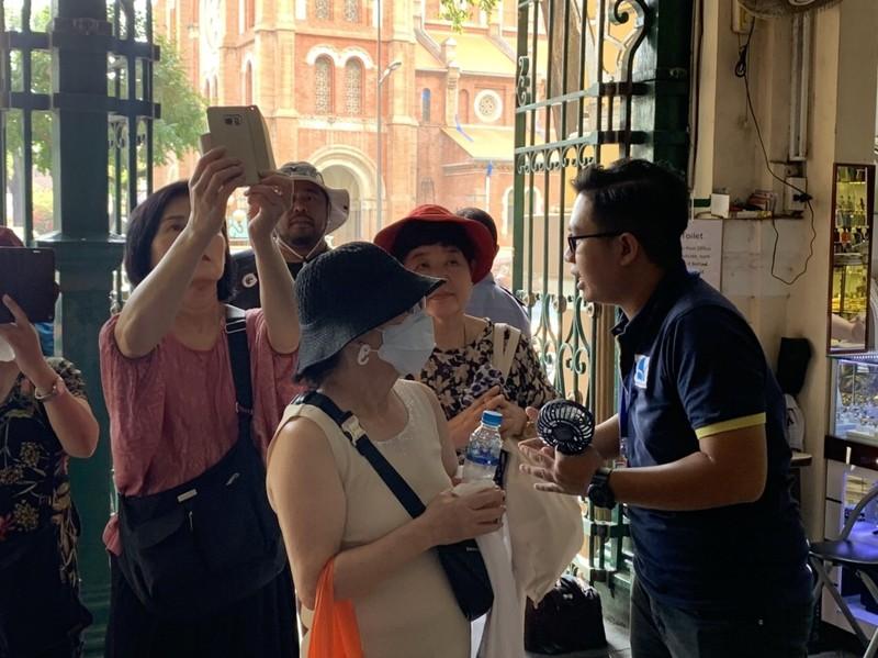 Việt Nam tạm dừng cấp thị thực tại cửa khẩu từ 15-3 - ảnh 1