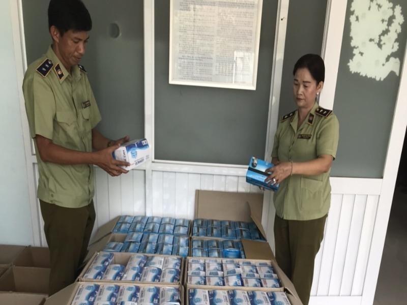 Rộ buôn lậu vì giá khẩu trang tại Campuchia 600.000 đồng/hộp - ảnh 1