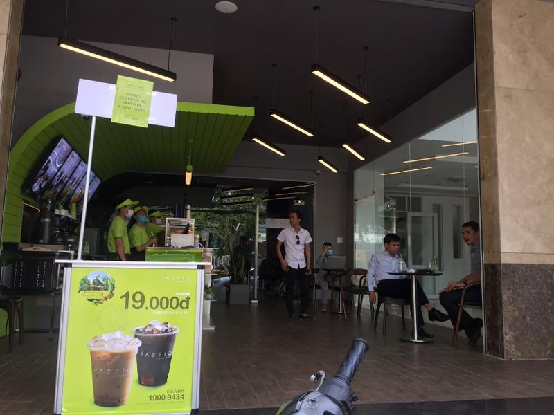 Các quán ăn, nhà hàng thực hiện nghiêm chống COVID-19 - ảnh 1