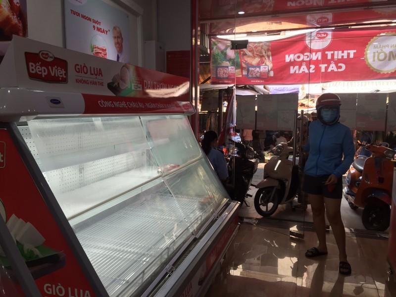 TP.HCM: Hạn chế ra đường, dân tranh thủ đi chợ sớm  - ảnh 8