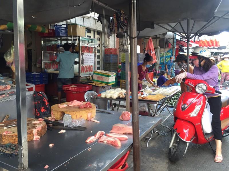 TP.HCM: Hạn chế ra đường, dân tranh thủ đi chợ sớm  - ảnh 5