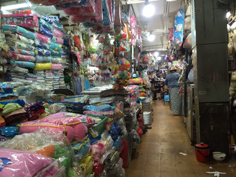 Một số chợ tiểu thương quần áo, mỹ phẩm... tạm nghỉ  - ảnh 16