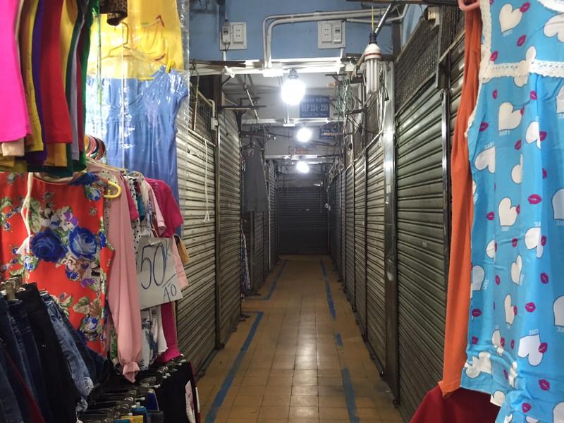 Một số chợ tiểu thương quần áo, mỹ phẩm... tạm nghỉ  - ảnh 15