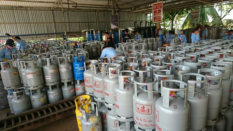 Sau xăng, đến lượt gas giảm giá kỷ lục gần 70.000 đồng/bình  - ảnh 1