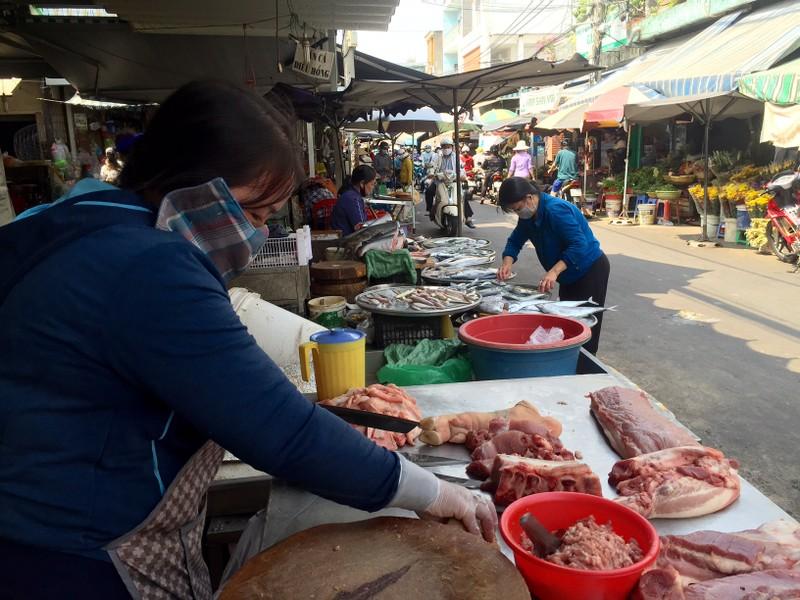 Giá thịt heo bán lẻ vẫn cao vì... đầu, lòng bí đường ra? - ảnh 1