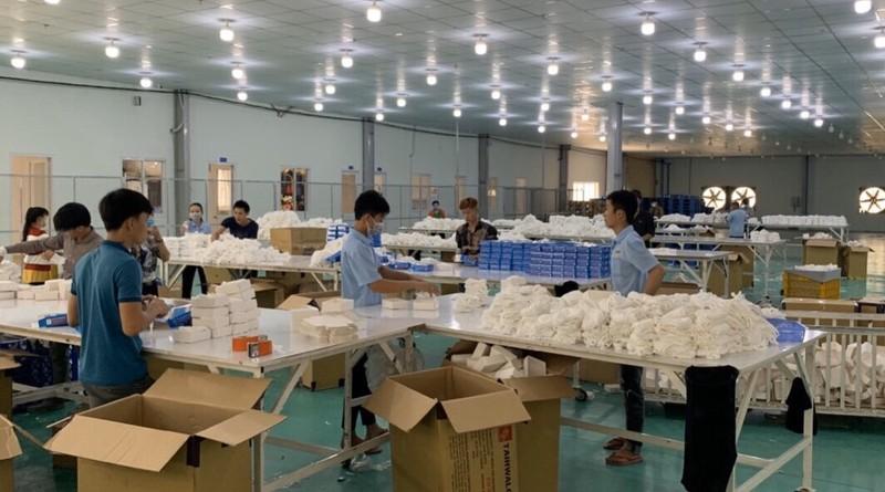 Mỹ, Canada đang tìm nhập khẩu trang, đồ bảo hộ y tế - ảnh 1