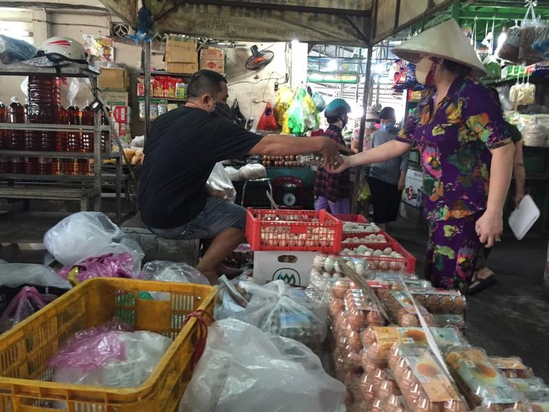Lễ 30-4: Chợ đông khách, siêu thị khuyến mãi khủng - ảnh 16