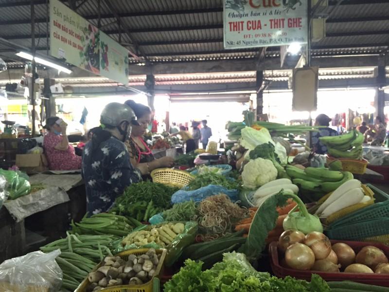Lễ 30-4: Chợ đông khách, siêu thị khuyến mãi khủng - ảnh 11