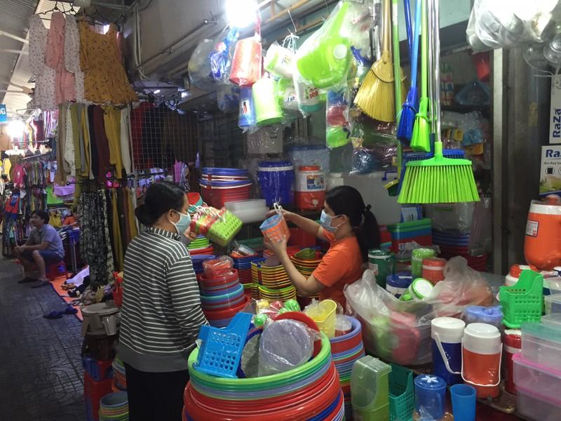 Lễ 30-4: Chợ đông khách, siêu thị khuyến mãi khủng - ảnh 8
