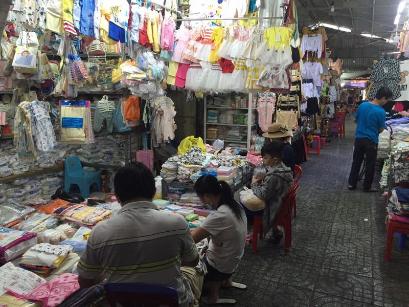 Lễ 30-4: Chợ đông khách, siêu thị khuyến mãi khủng - ảnh 9