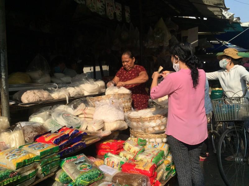 Lễ 30-4: Chợ đông khách, siêu thị khuyến mãi khủng - ảnh 2