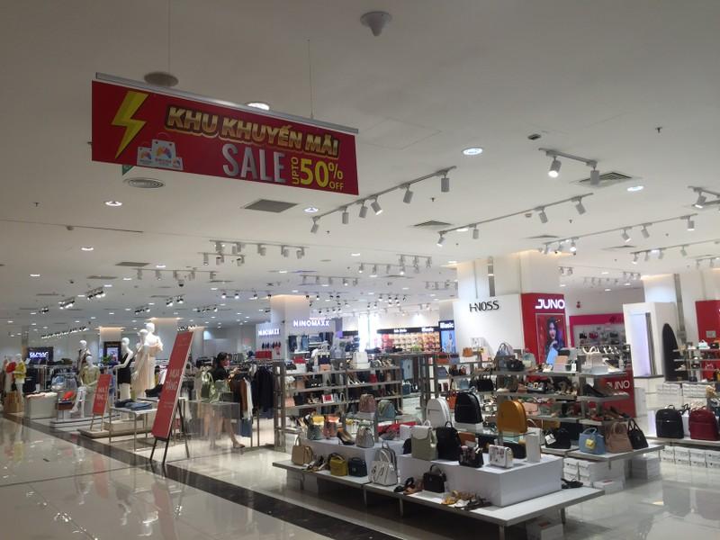 Cận cảnh trung tâm thương mại vắng khách  - ảnh 7