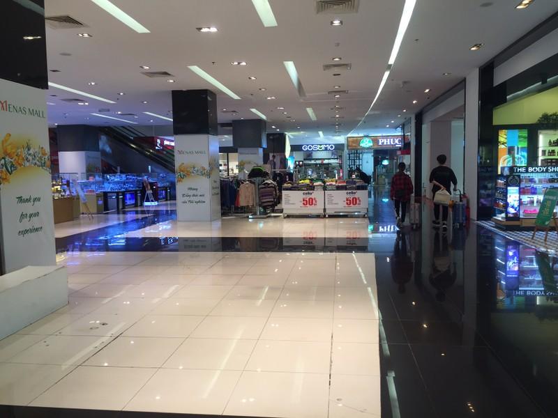 Cận cảnh trung tâm thương mại vắng khách  - ảnh 13