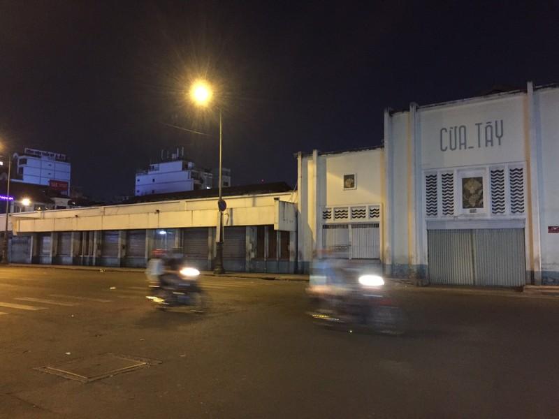 Chợ đêm Bến Thành vẫn cửa đóng then cài - ảnh 9