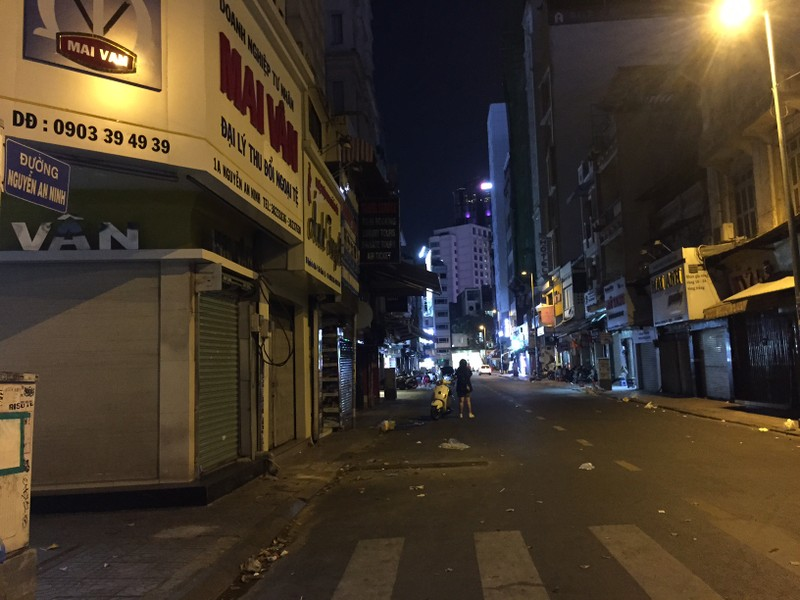 Chợ đêm Bến Thành vẫn cửa đóng then cài - ảnh 10