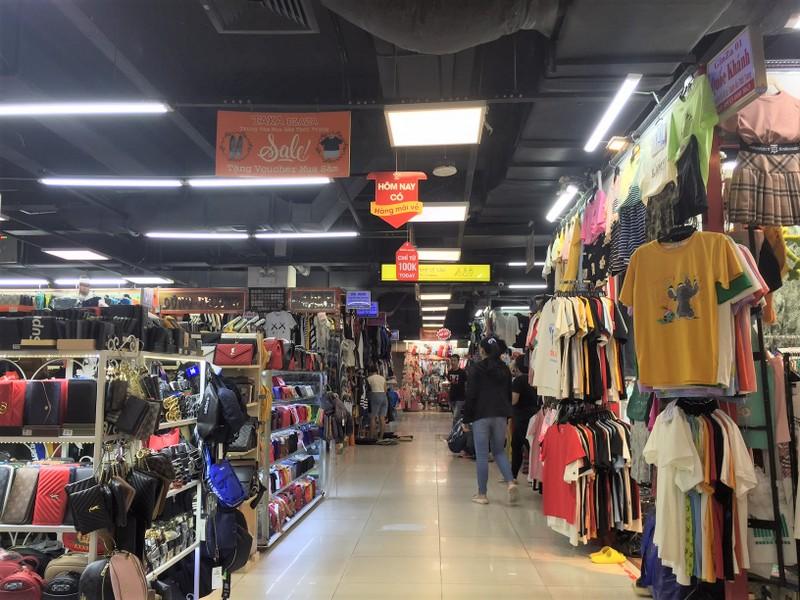 'Chợ ngầm' dưới lòng đất trung tâm TP.HCM méo mặt vì ế  - ảnh 2