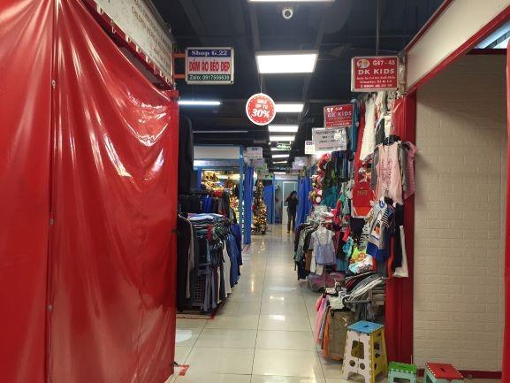 'Chợ ngầm' dưới lòng đất trung tâm TP.HCM méo mặt vì ế  - ảnh 3