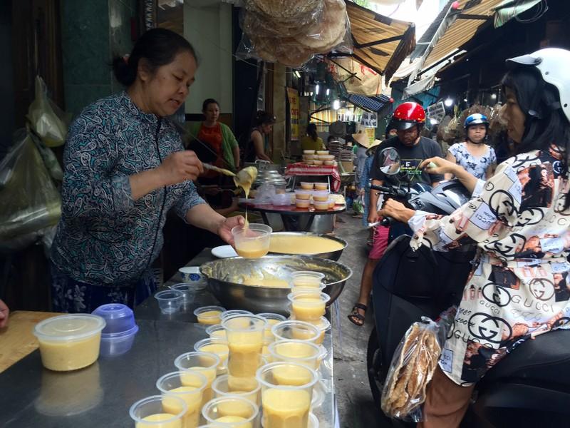 Tết Đoan Ngọ: Giá nhiều loại bánh dân gian tăng vọt - ảnh 1