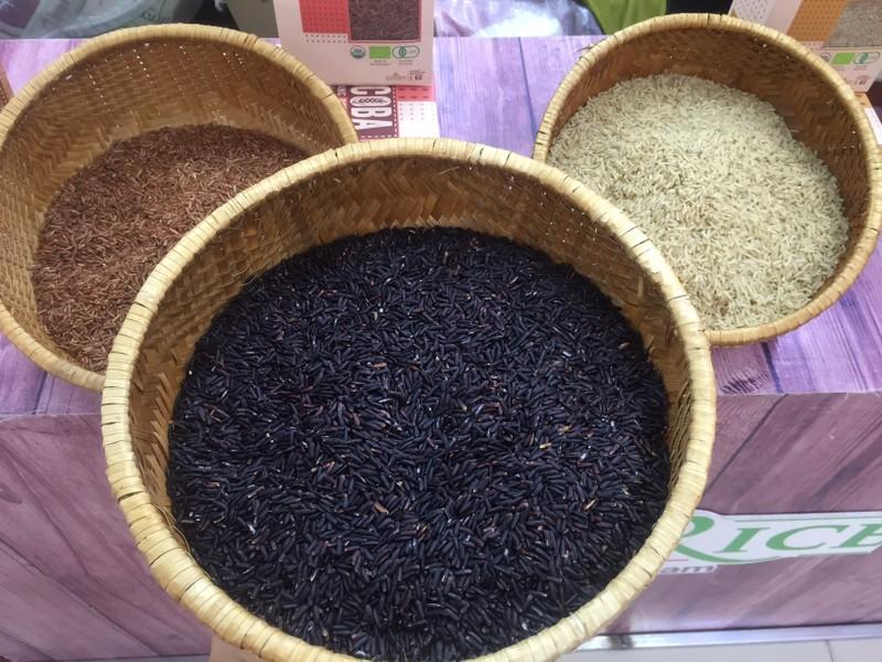 Mãng cầu giá gần 300.000 đồng/kg tại phiên chợ nông sản - ảnh 1