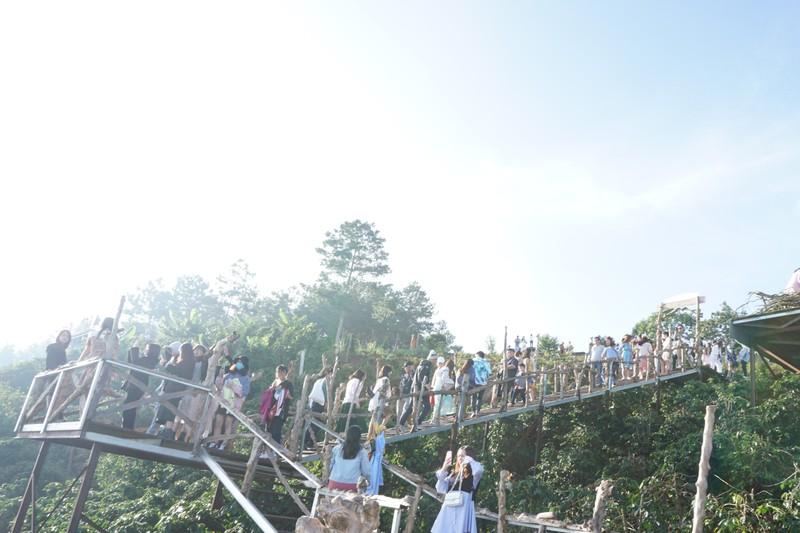 Các điểm 'check-in' tại Đà Lạt kín người ngày cuối tuần - ảnh 9