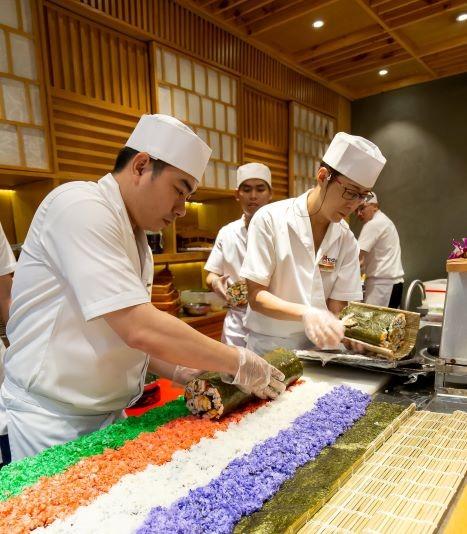 Thưởng thức miễn phí maki sushi khổng lồ nặng 8 kg - ảnh 3
