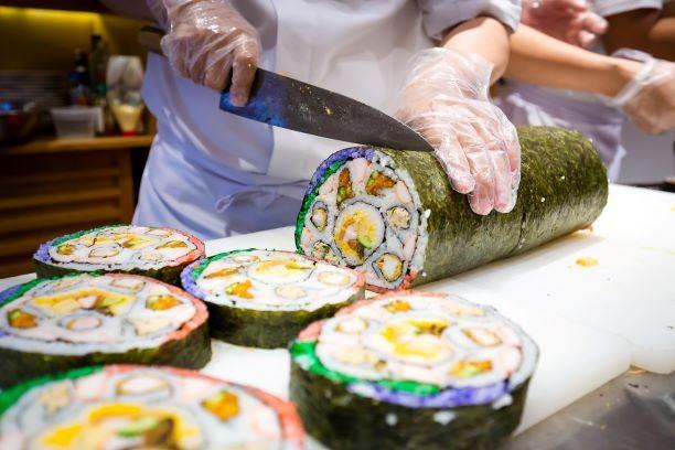 Thưởng thức miễn phí maki sushi khổng lồ nặng 8 kg - ảnh 6