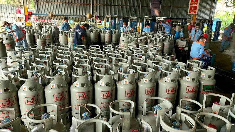 Giá gas tăng lần thứ 8, tổng mức tăng hơn 120.000 đồng/bình  - ảnh 1