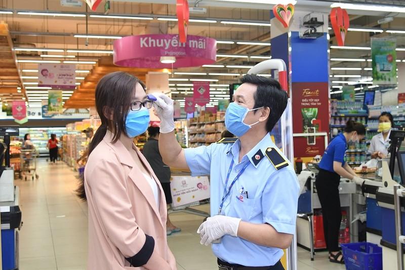 Hàng loạt siêu thị TP.HCM tăng lượng hàng hóa dự trữ - ảnh 1