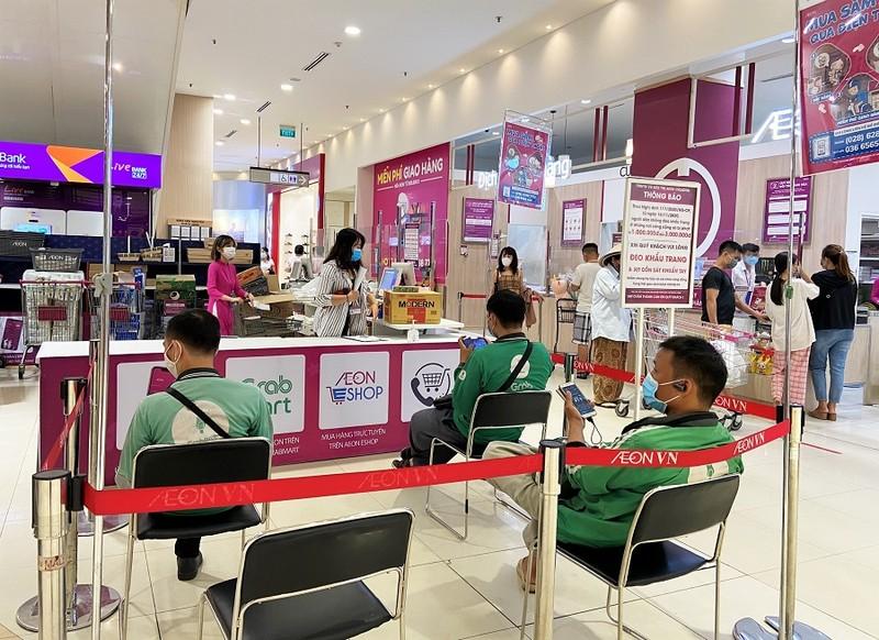 Hàng loạt siêu thị TP.HCM tăng lượng hàng hóa dự trữ - ảnh 2