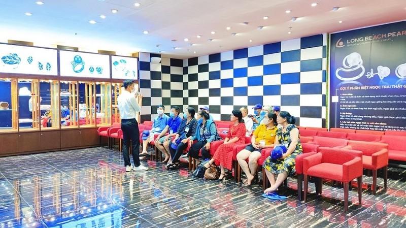 Nhiều dịch vụ du lịch ở Nha Trang, Phú Quốc tạm dừng hoạt động - ảnh 1