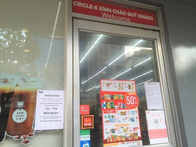 Chùm ảnh các siêu thị, cửa hàng tiện lợi đóng cửa sớm theo quy định - ảnh 10